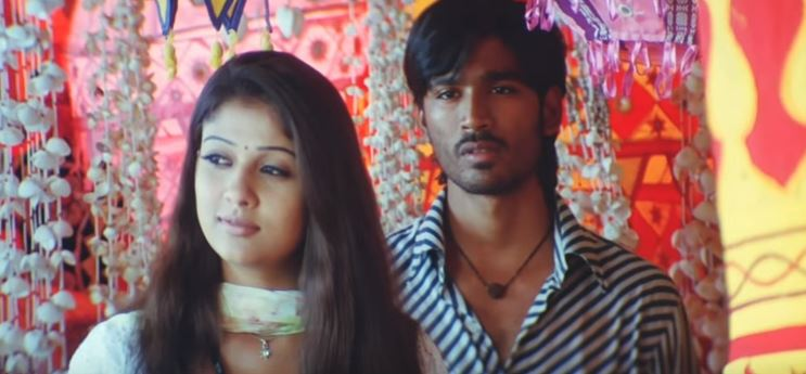 A still from 'Enkeyo partha' song from Yaaradi Nee Mohini starring Dhanush and Nayanthara.