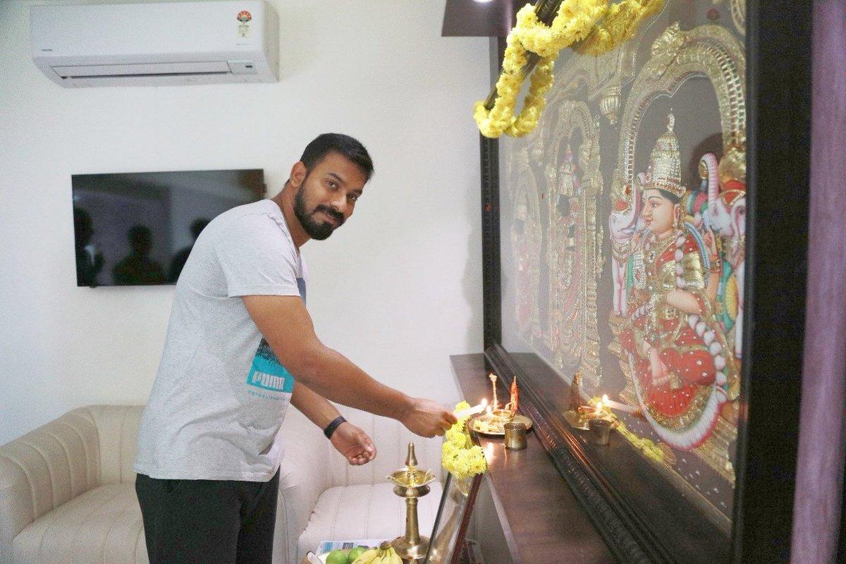 Dubbing for Ghajinikanth begins.