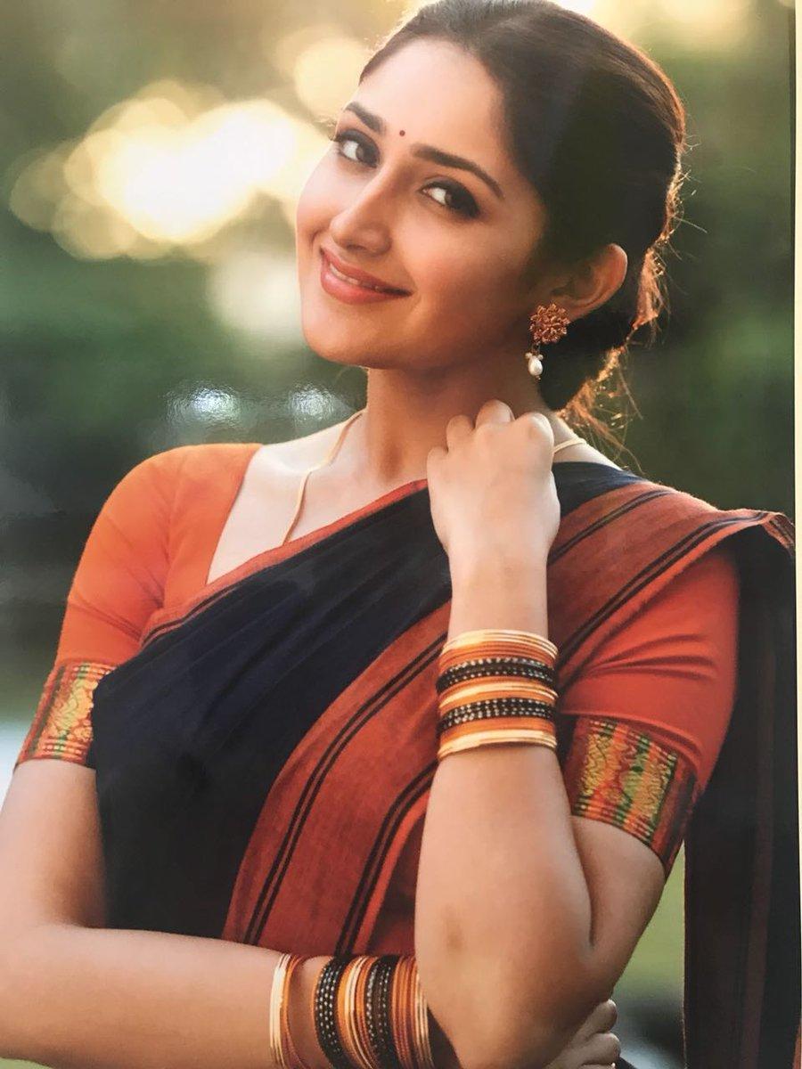 Sayeesha's look in Ghajinikanth