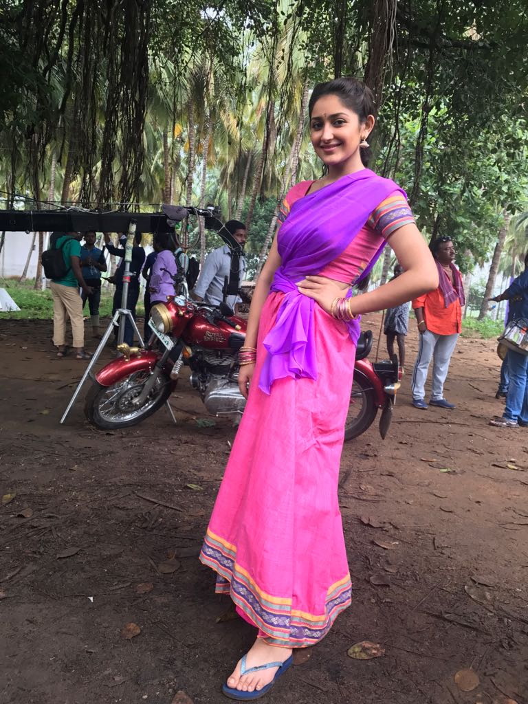 Sayyeshaa at Kadaikutty Singam shooting spot