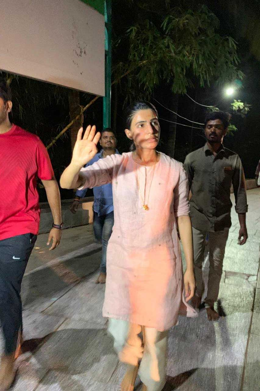 Samantha visits Tirupati temple by walk.