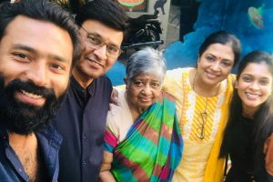 Shanthnu Bhagyaraj with family