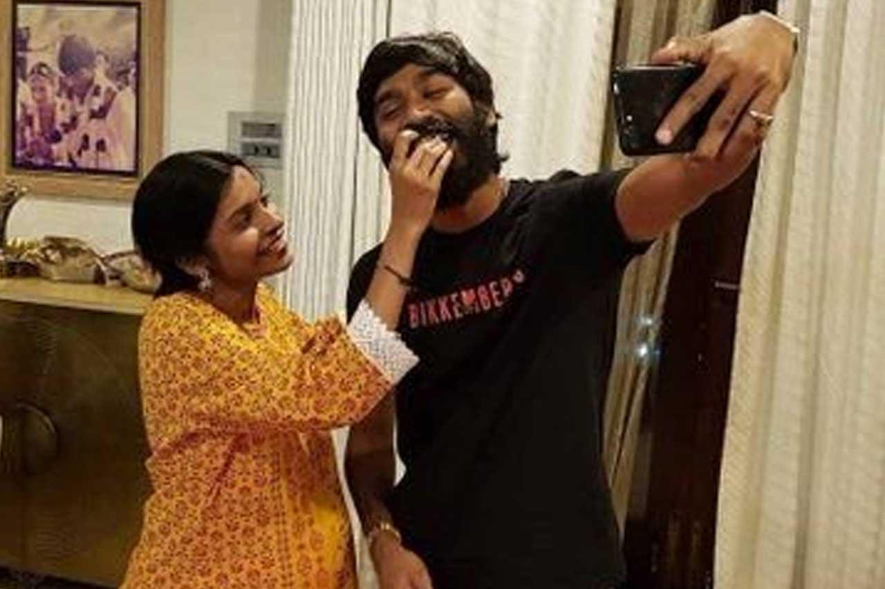 Dhanush with sister