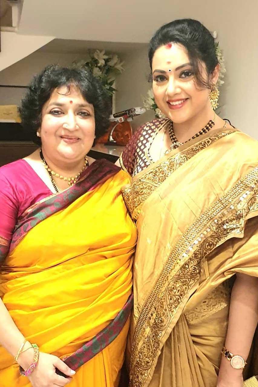 Meena With Rajinikanth Family